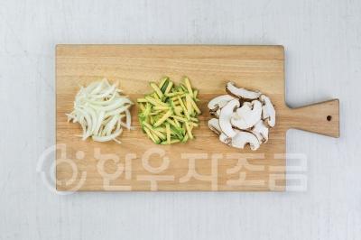히한우 사골 감자 옹심이국02.jpg
